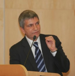 http://www.finanzalive.com/wp-content/uploads/2009/05/nichi-vendola.jpg