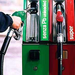 aumentano i prezzi della benzina