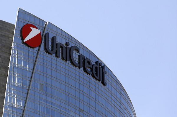 Unicredit, ricapitalizzazione via titolo in calo